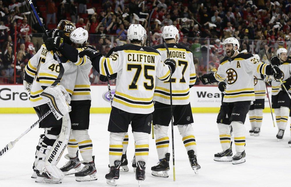 ded5f775f1927 Na snímke hráči Bostonu oslavujú víťazstvo vo štvrtom zápase finále play  off / TASR / AP