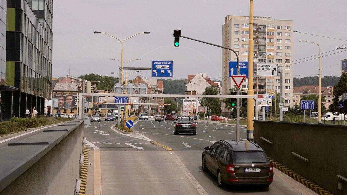 V košickom Auparku je 1100 miest na dvoch podlažiach a denne tu parkuje asi  6000 áut. So zmenami chcú začať na mínus druhom poschodí. 513f471d8b0