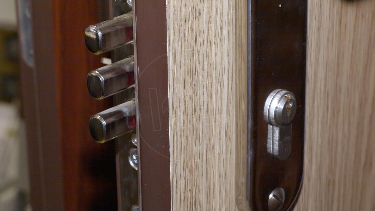 516714b44b VIDEO  Lacné bezpečnostné dvere byt nechránia